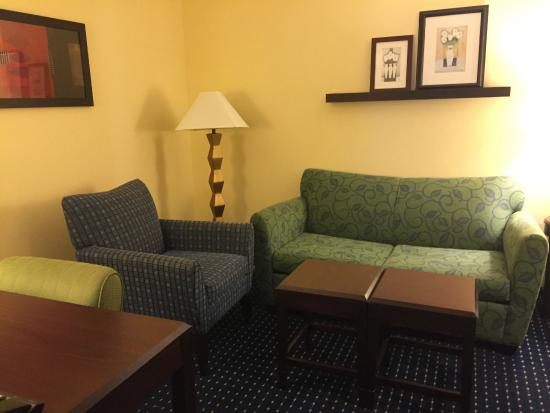SpringHill Suites Orlando Airport: Sofa, chair, tables, desk