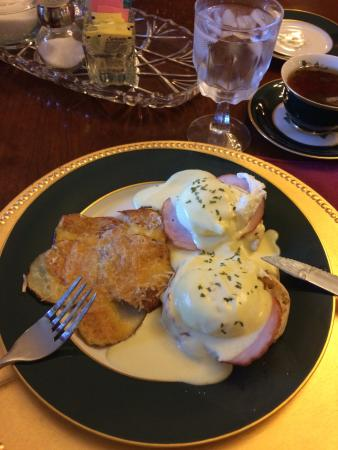 ‪‪The Fox Inn Bed & Breakfast‬: Eggs Benedict‬