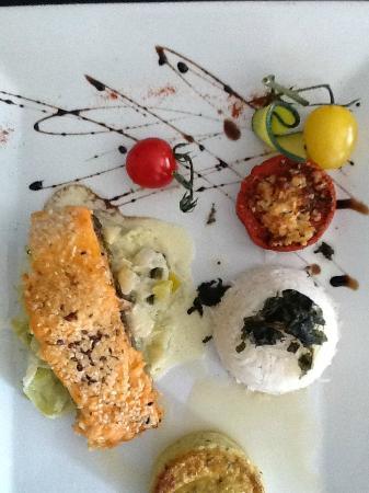Рокбарон, Франция: Pavé de saumon sur fondue de poireaux