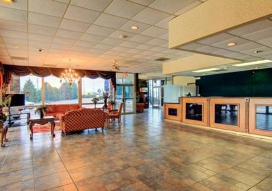 Clarion Inn & Suites University Center: Clarion Lobby