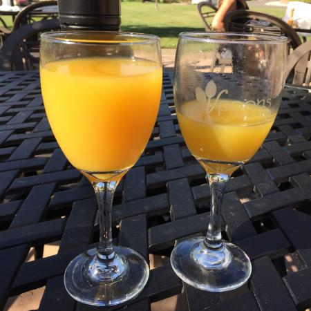 Spoons Bistro & Bakery: Mimosas at Spoons Bistro