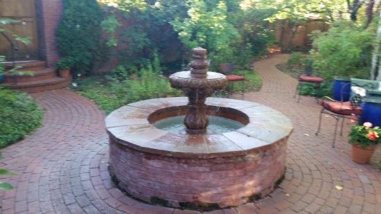 Don Gaspar Inn: fountain in the courtyard