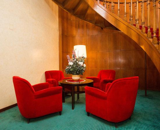 Photo of Hotel Bettoja Hotel Mediterraneo at Via Cavour 15, Rome 00184, Italy