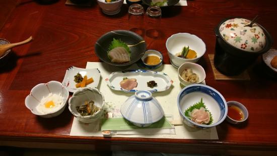 Kazuraya : 夕食。これに温菜(鮎塩焼き、饅頭、天ぷらなど)が付きます