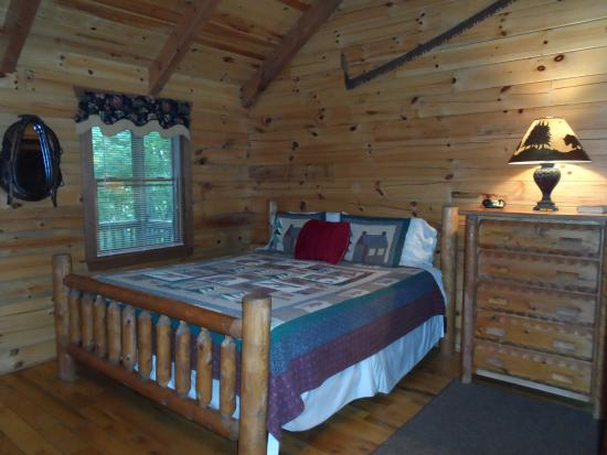 Lydia Mountain Cabins: very comfortable bed