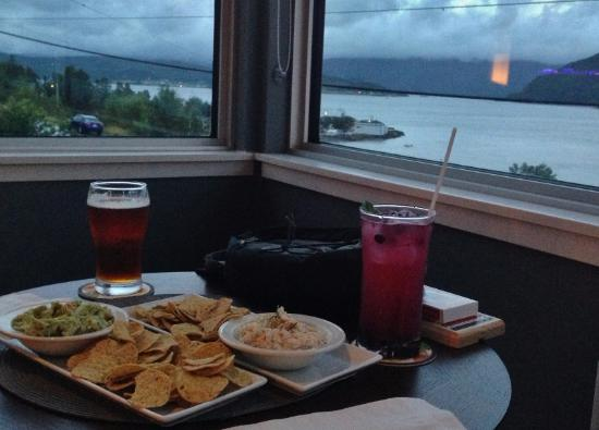 Woody Point, Καναδάς: Beer, Mojito and Nachos and Dip