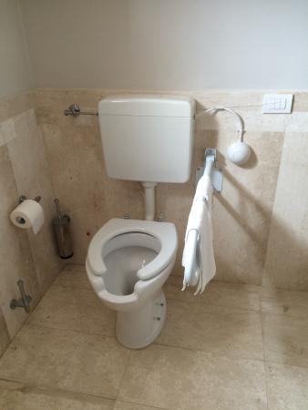 Grande Baia Resort & SPA : servizio igienico per stanza confort