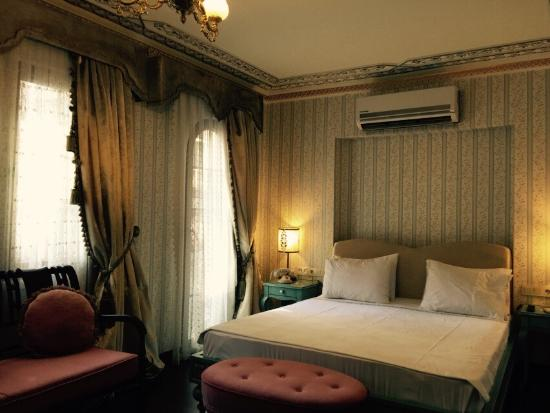 Hotel Niles Istanbul: Turkish bath, bedroom, ground floor patio, lobby, view from room 111