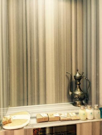 Hotel Niles Istanbul : Turkish bath, bedroom, ground floor patio, lobby, view from room 111