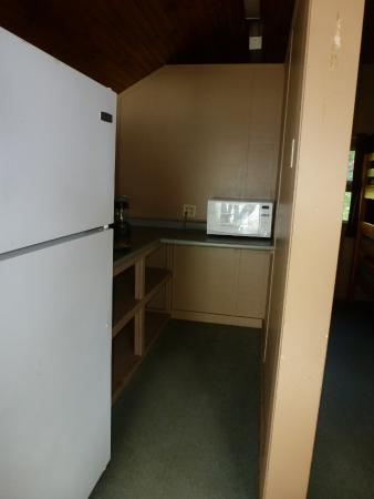 Wellesley Island, NY: Kitchen area Cabin #2