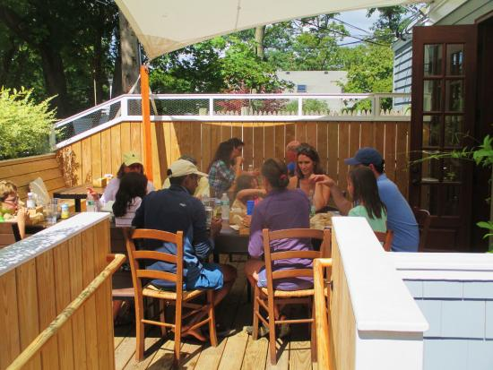 Marion, MA: Outside dining area