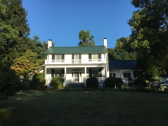 Early morning sun on the Inn at Monticello