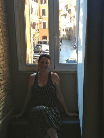 Campo Marzio Luxury Suites: Relaxing in the Giulio Cesare room.