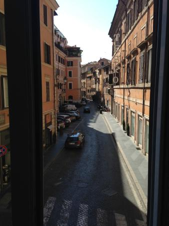 Campo Marzio Luxury Suites : View ont the side street from the Giulio Cesare room.