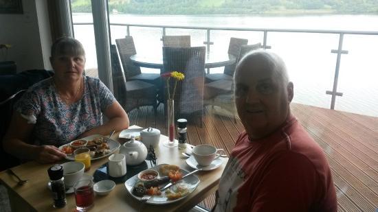 Glan Y Gro - Lakeside Suites: breakfast over lookin