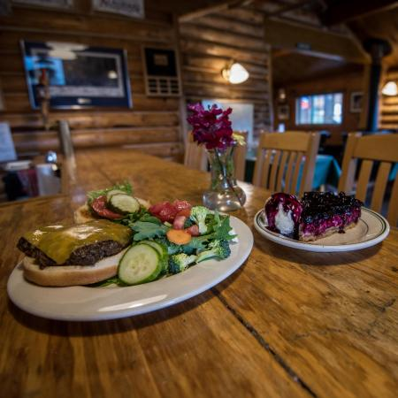 Sheep Mountain Lodge : Delicious burgers and homemade pie