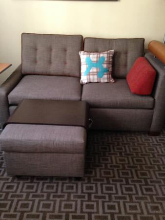 TownePlace Suites Seattle Southcenter: Comfy Sofa For TV Watching