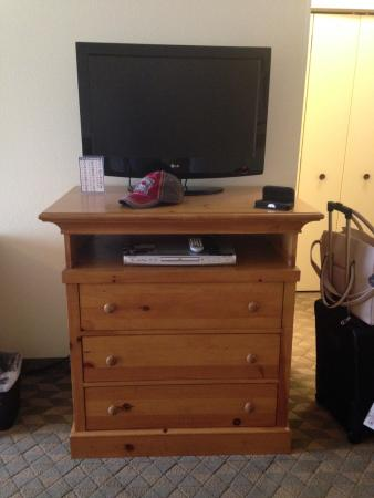 Whidbey Island Navy Lodge: Flat Screen TV