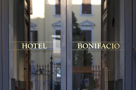 Hotel Bonifacio: ingresso esterno
