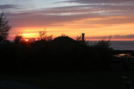 Auberge de Jeunesse du Manoir des Sapins : Coucher du soleil vu de la terasse