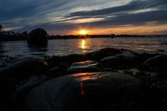 Coucher de soleil sur la plage picture of auberge de for Auberge de jeunesse la maison
