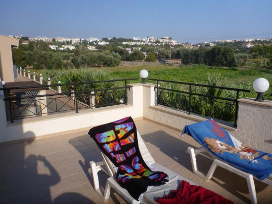 Avillion Holiday Apartments: Luxury apartment balcony