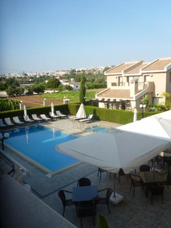 Avillion Holiday Apartments: View of pool area
