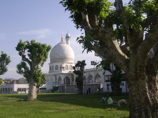 Hazratbal Shrine 1