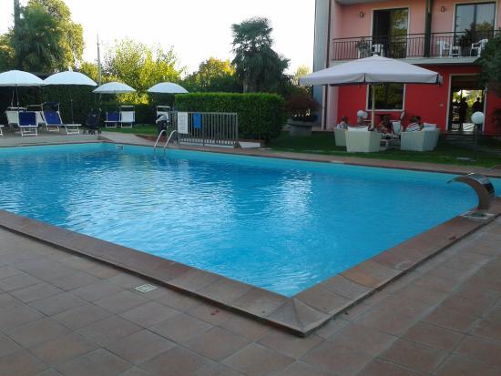 Piscina picture of hotel maraschina peschiera del garda - Piscina g conti verona ...