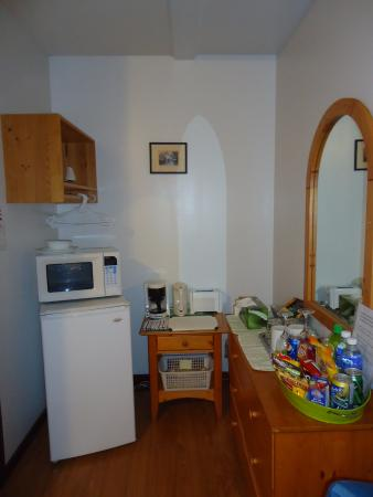 Bedwell Place Guest House : Queen Room - kitchenette