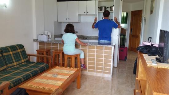 Teneguia Apartments : cucinotto