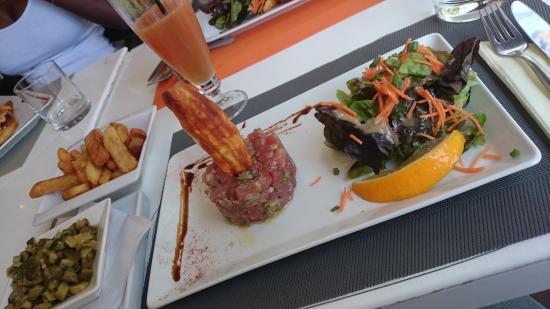 Soluna Kafe : Tartare de thon avec courgettes et frites