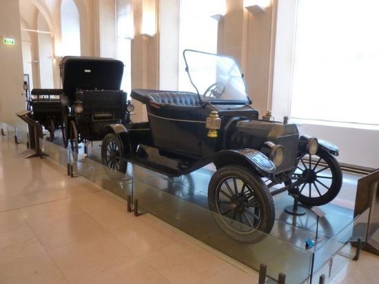 la ford t la prima automobile prodotta in catena di montaggio foto di musee des arts et. Black Bedroom Furniture Sets. Home Design Ideas