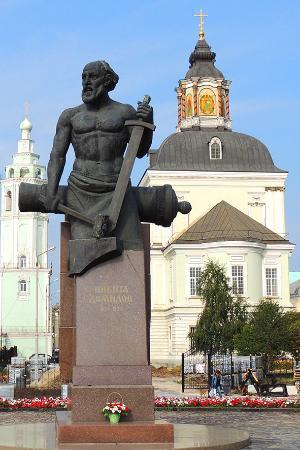 Памятник никите демидову в туле изготовление памятников в саратове донецке