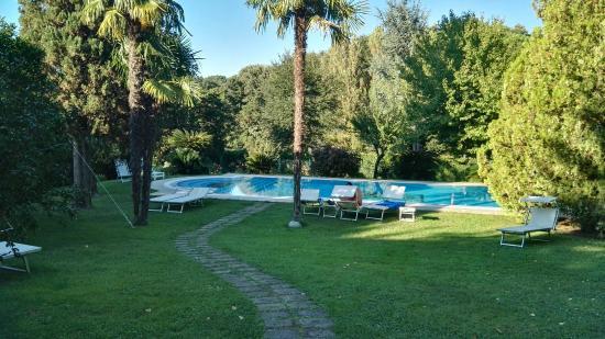 Luxury Car Rental in Lake Bracciano