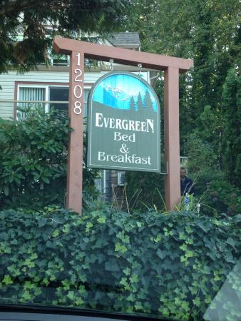 Evergreen B & B: Entrance