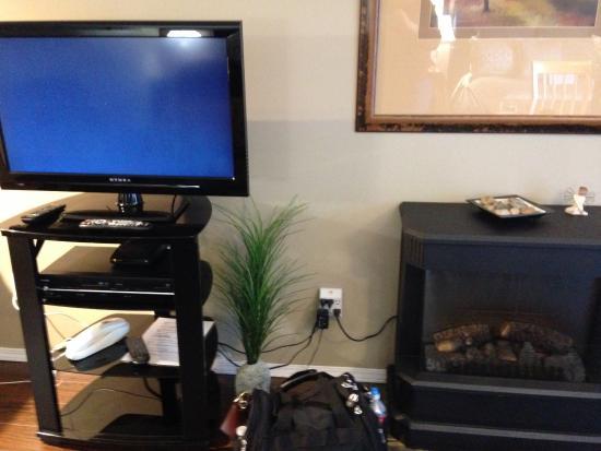 Evergreen B & B: Flat Screen RV & Gas Fireplace