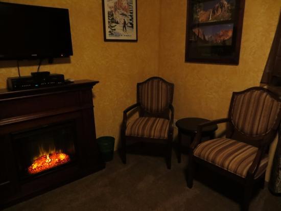 Evergreen Haus: Pine Room
