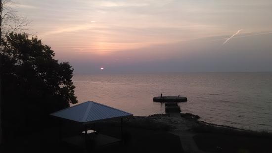Kelleys Island, OH: Sunrise from room