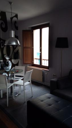 Apartamentos Urbanos : Salón y cocina