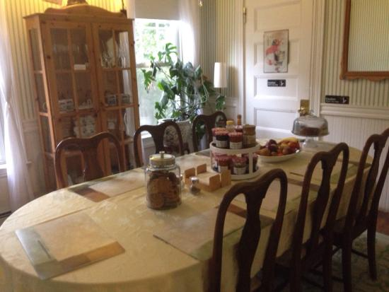 Coolidge Corner Guest House: Bed & Bagel: photo0.jpg