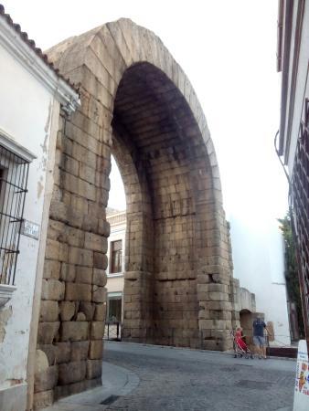 arco de trajano - Picture of Arco de Trajano, Merida - TripAdvisor