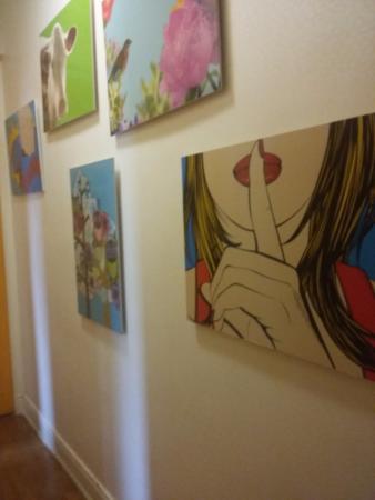 Guest 607: parede do hall dos quartos