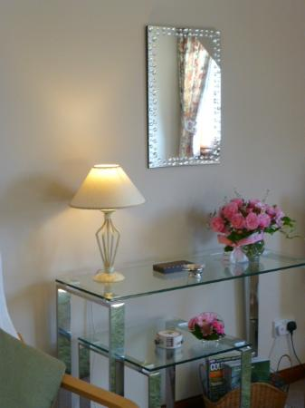 Brockville Bed and Breakfast: Pretty garden roses in the bedrooms