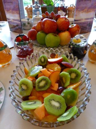 Brockville Bed and Breakfast: Fresh fruits every morning