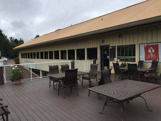 Lincoln City, Oregón: Deck- looking back at their windows