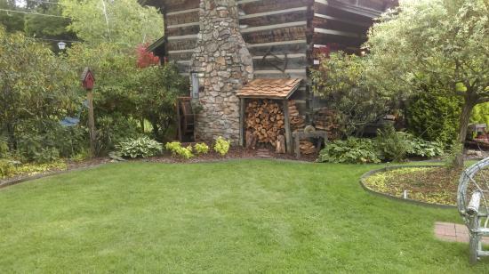 Azalea Garden Inn: Gardens