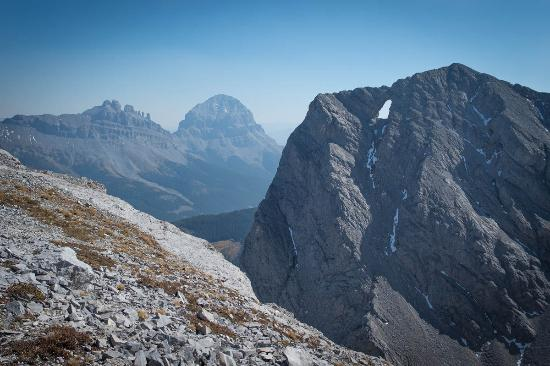 Black Rock Pizza: Seven Sisters, Crowsnest Mountain, and Window Mountain from the summit of Mount Ward