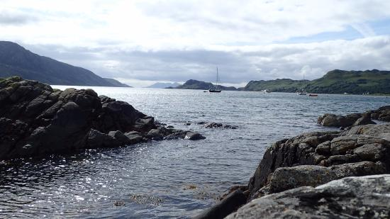 Knoydart Peninsula: View from the shore on the river walk