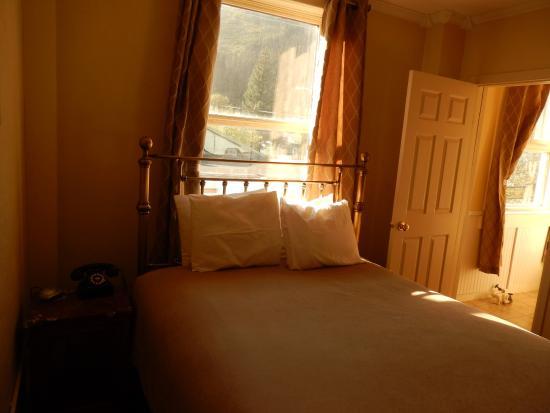 The Van Gilder Hotel: bedroom